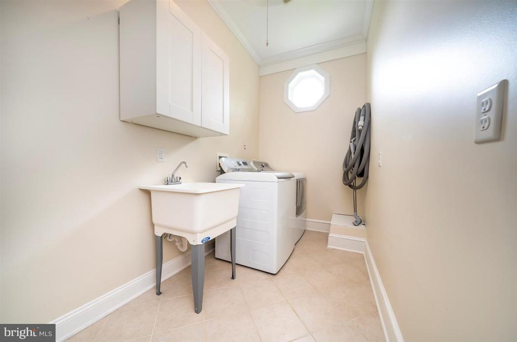 2nd Floor Laundry with tons of space!3 - 304 UPPER COLLEGE TER, FREDERICK