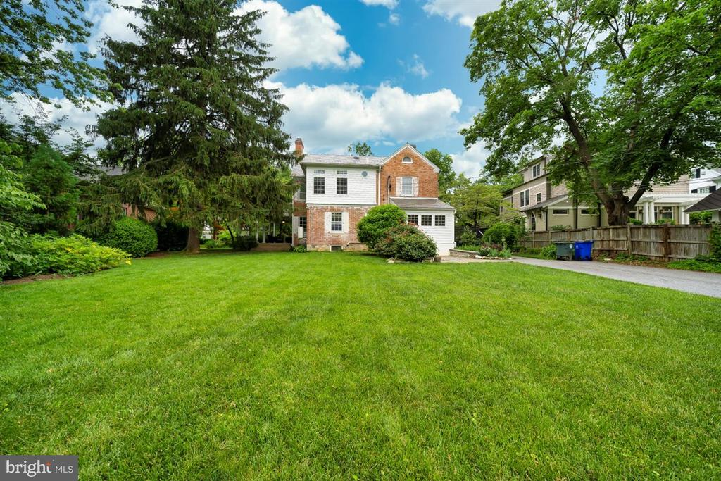 Big enough for a pool! - 304 UPPER COLLEGE TER, FREDERICK