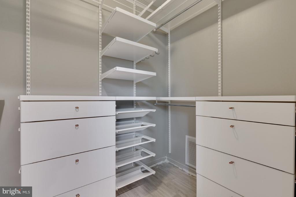 Walk In Closet in 4th Bedroom - 6611 HUNTSMAN BLVD, SPRINGFIELD