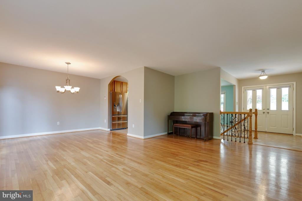 Living Room - 6611 HUNTSMAN BLVD, SPRINGFIELD