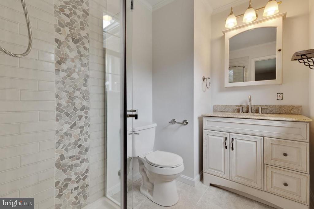 Updated Master Bath - 6611 HUNTSMAN BLVD, SPRINGFIELD