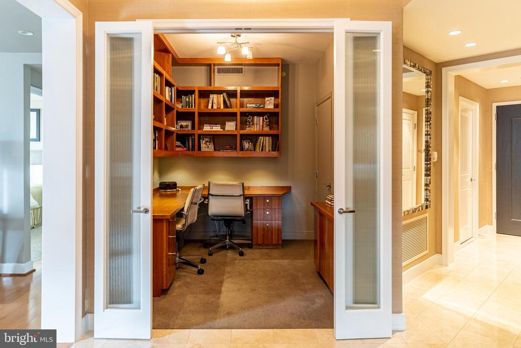 Den w/Doors & Built-ins - 7710 WOODMONT AVE #703, BETHESDA