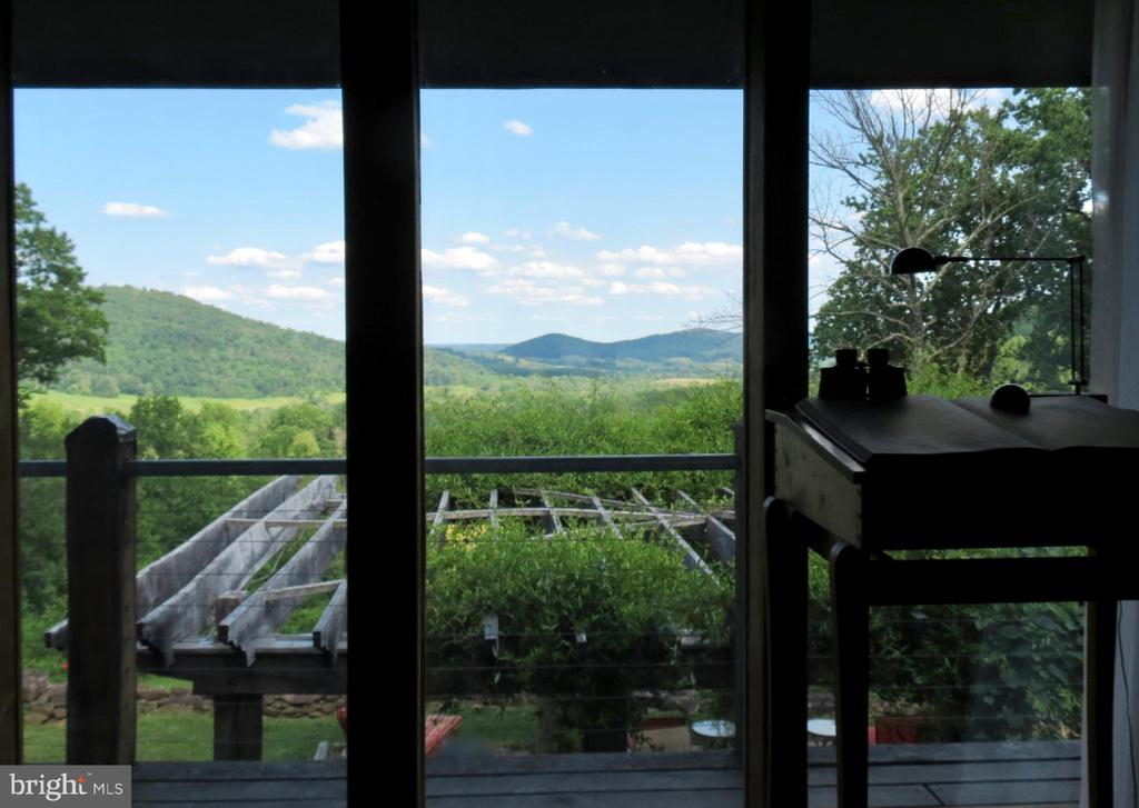 Living Room view - 140 HORSESHOE HOLLOW LN, WASHINGTON
