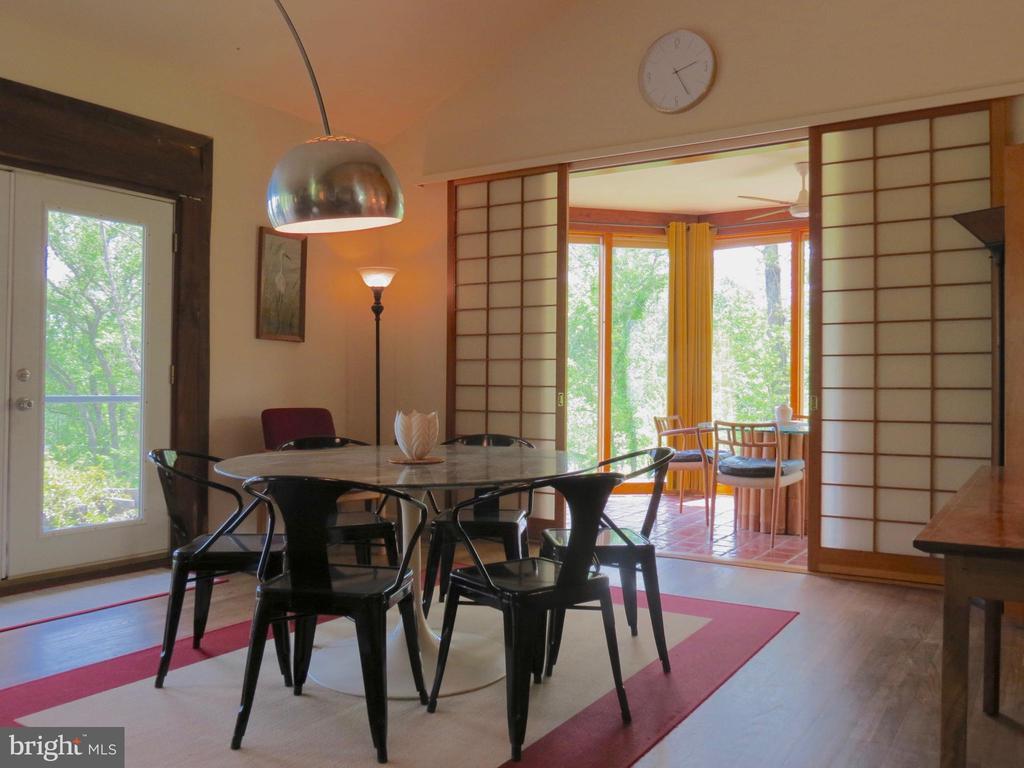 Dining Room to Breakfast Sunroom - 140 HORSESHOE HOLLOW LN, WASHINGTON