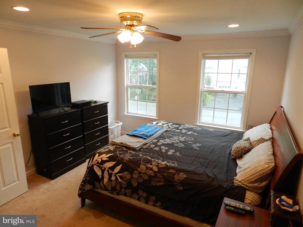 Owner's Suite with room to move! - 10118 S FULTON DR, FREDERICKSBURG