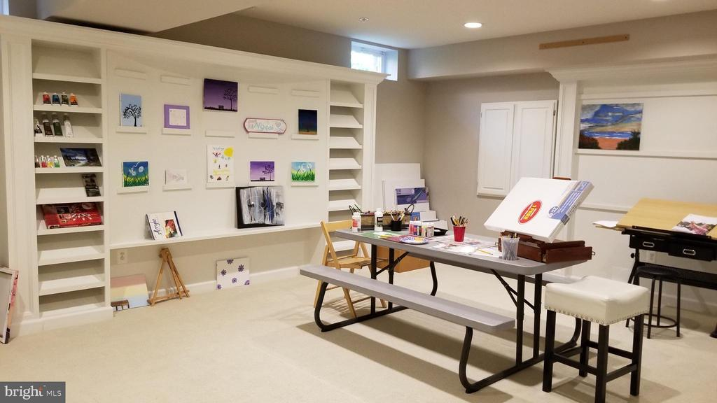 Basement craft room - 26592 MARBURY ESTATES DR, CHANTILLY