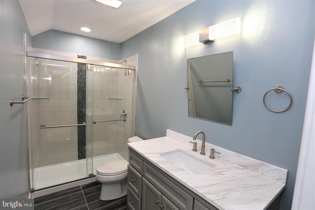Third Level Family Room Full Bathroom - 28500 RIDGE RD, MOUNT AIRY