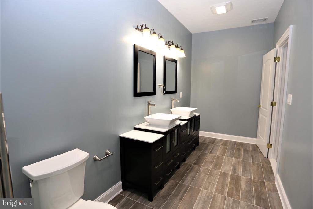 Master Bathroom - 28500 RIDGE RD, MOUNT AIRY
