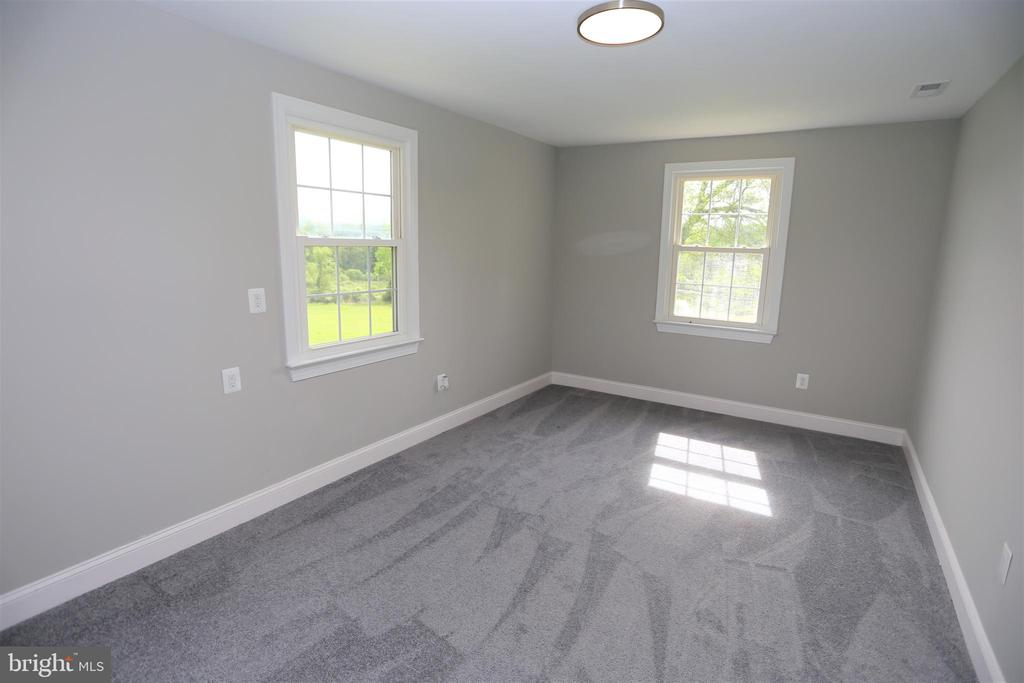 Au Pair / In Law Guest House Bedroom - 28500 RIDGE RD, MOUNT AIRY