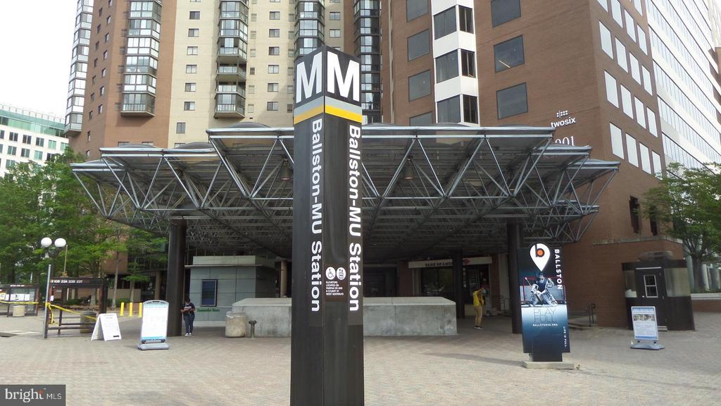 Ballston Metro - 4141 N HENDERSON RD #715, ARLINGTON