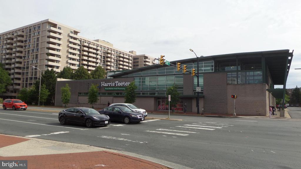 Harris Teeter - 4141 N HENDERSON RD #715, ARLINGTON