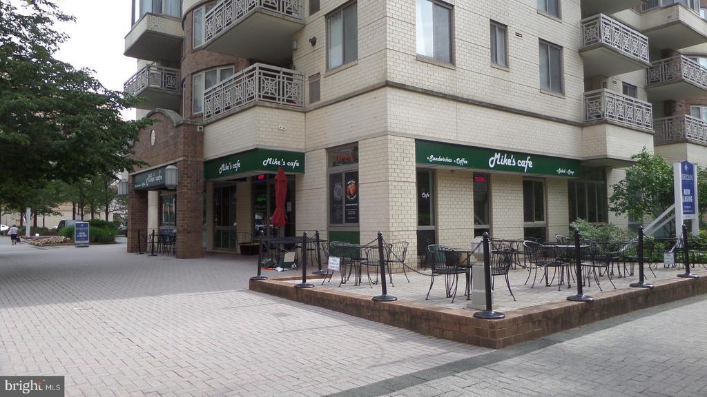 Local Cafe - 4141 N HENDERSON RD #715, ARLINGTON