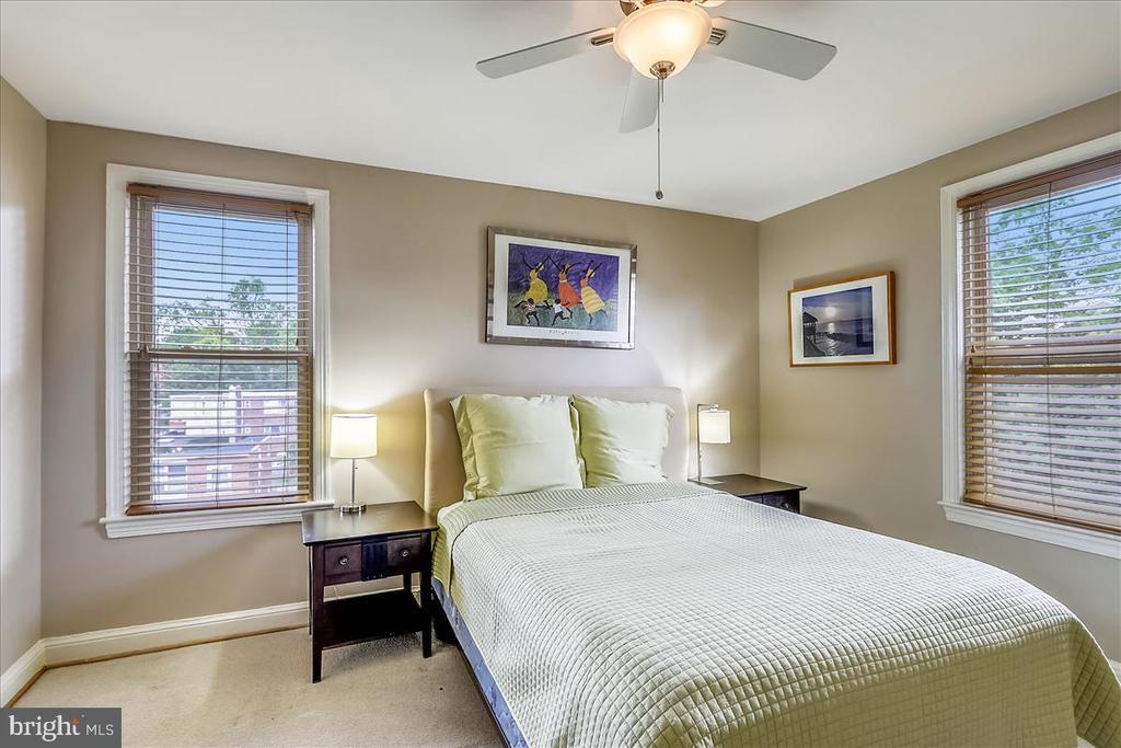 Spacious Master bedroom - 4402 1ST PL NE #33, WASHINGTON