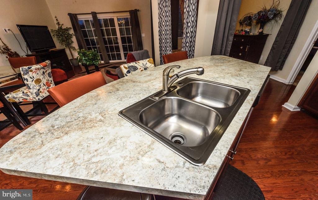 Oversized island with double sink - 160 BURLEY ST #101, STAFFORD