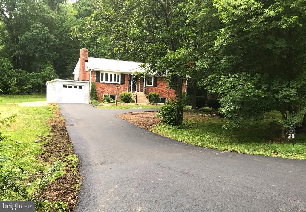 Front main. New asphalt drive. New roof. - 6641 KERNS RD, FALLS CHURCH