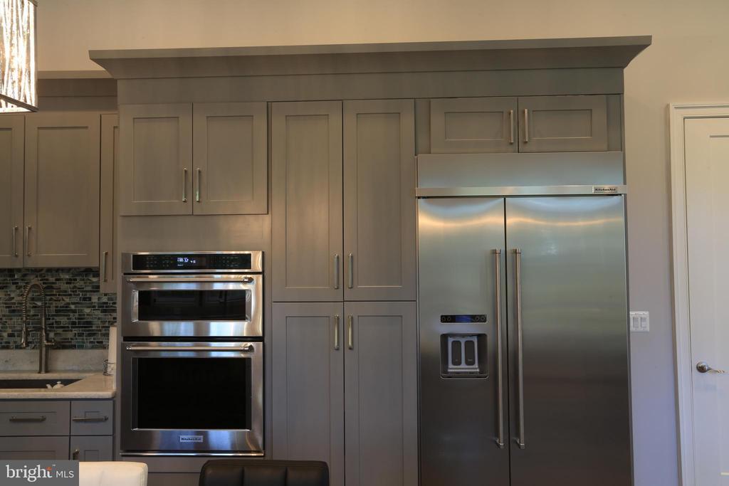 Wall Microwave - Wall Oven - 10713 JONES ST, FAIRFAX