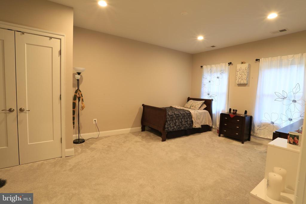 Upper-Level Master Bedroom #2 - 10713 JONES ST, FAIRFAX