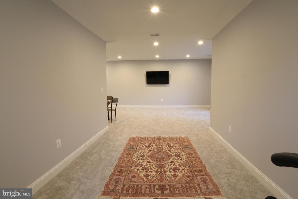 Upper Level Family Room - 10713 JONES ST, FAIRFAX