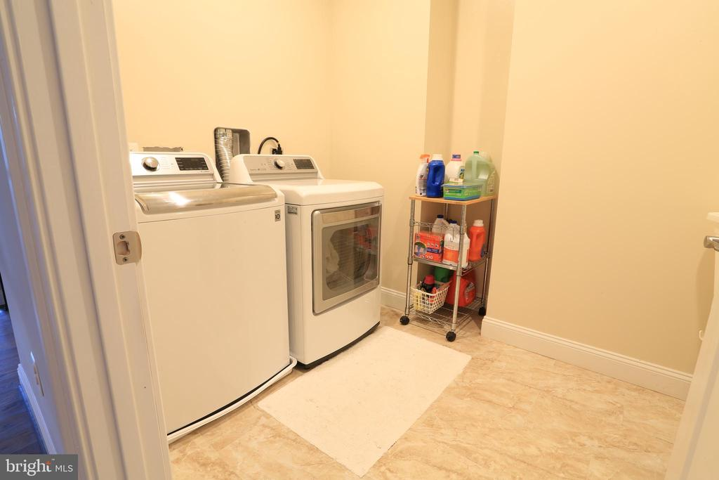 Upper-Level Large Laundry room - 10713 JONES ST, FAIRFAX