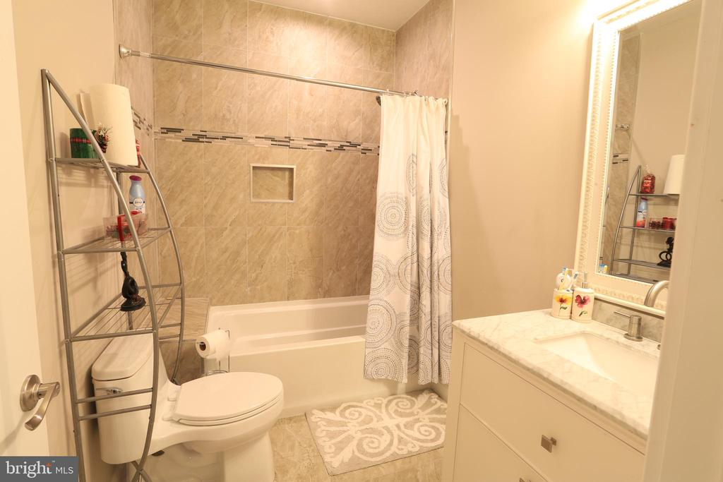 Upper-Level Master Bath #2 - 10713 JONES ST, FAIRFAX
