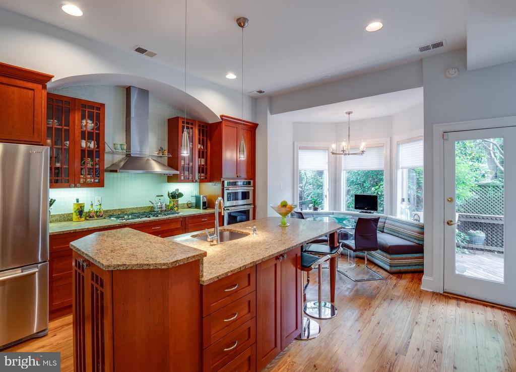 Kitchen with island & banquette - 112 5TH ST SE, WASHINGTON