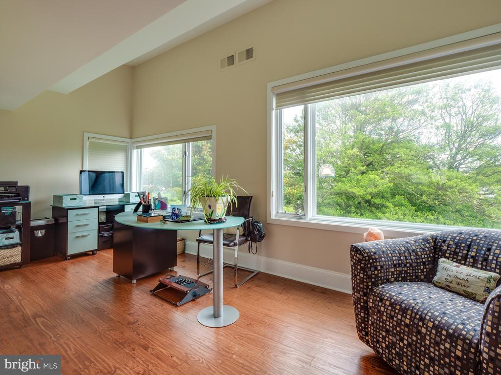 Office space in master bedroom - 112 5TH ST SE, WASHINGTON