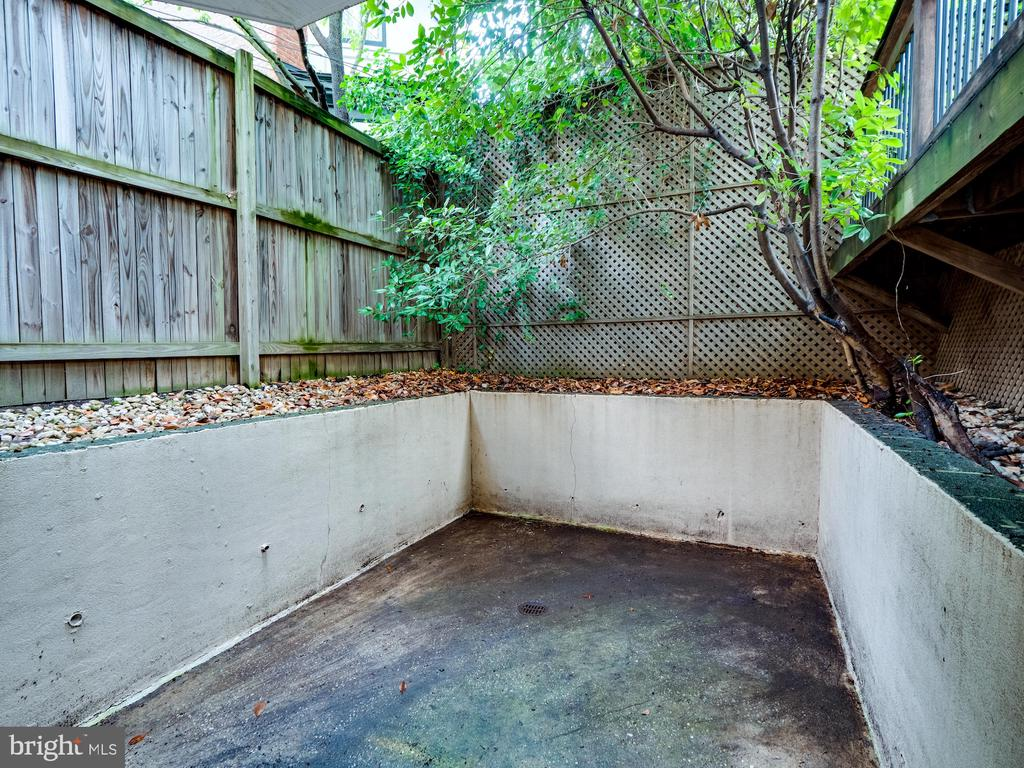 Private terrace for apartment - 112 5TH ST SE, WASHINGTON
