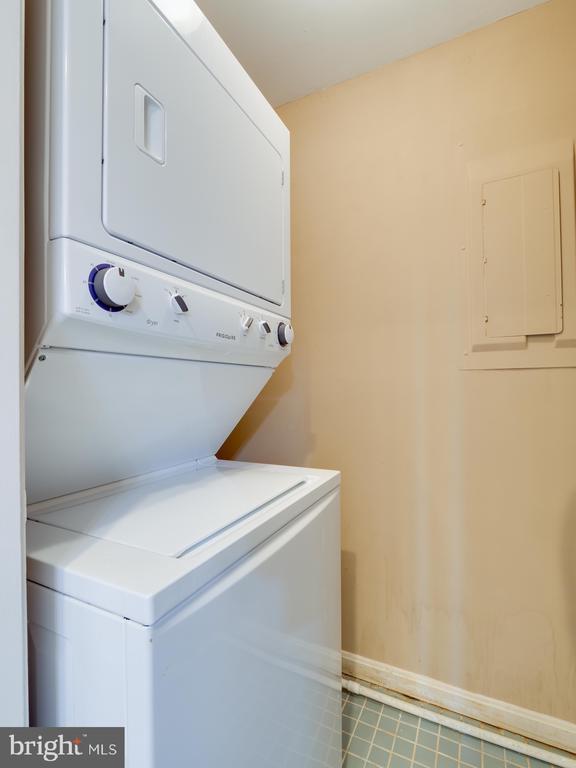 Apartment washer/dryer - 112 5TH ST SE, WASHINGTON