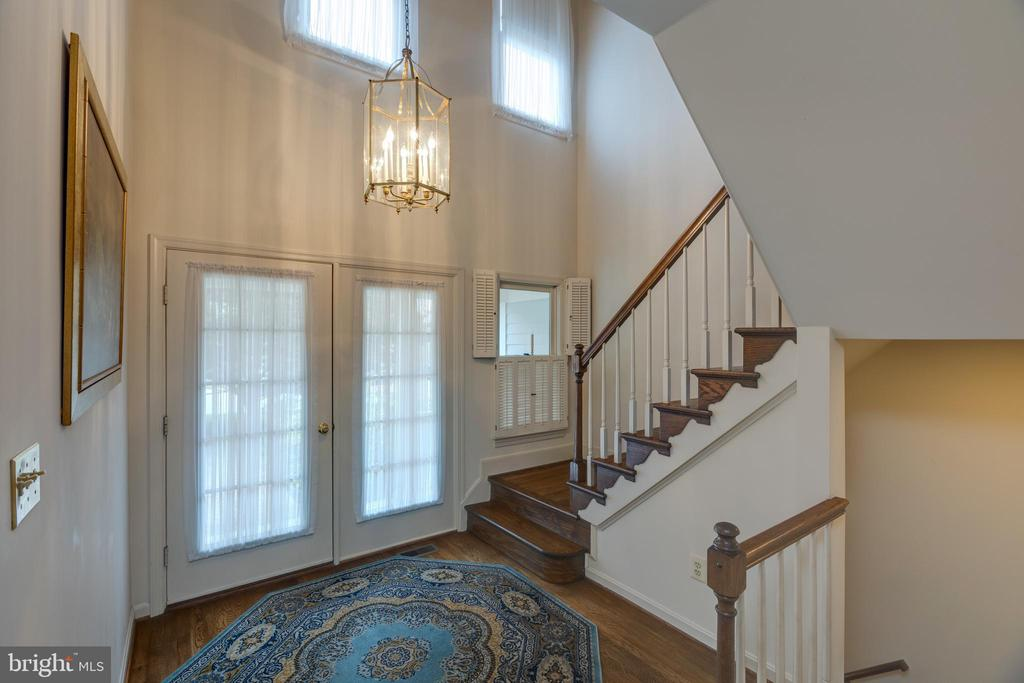 Enter the two-story, light -filled  foyer - 3208 N TACOMA ST, ARLINGTON