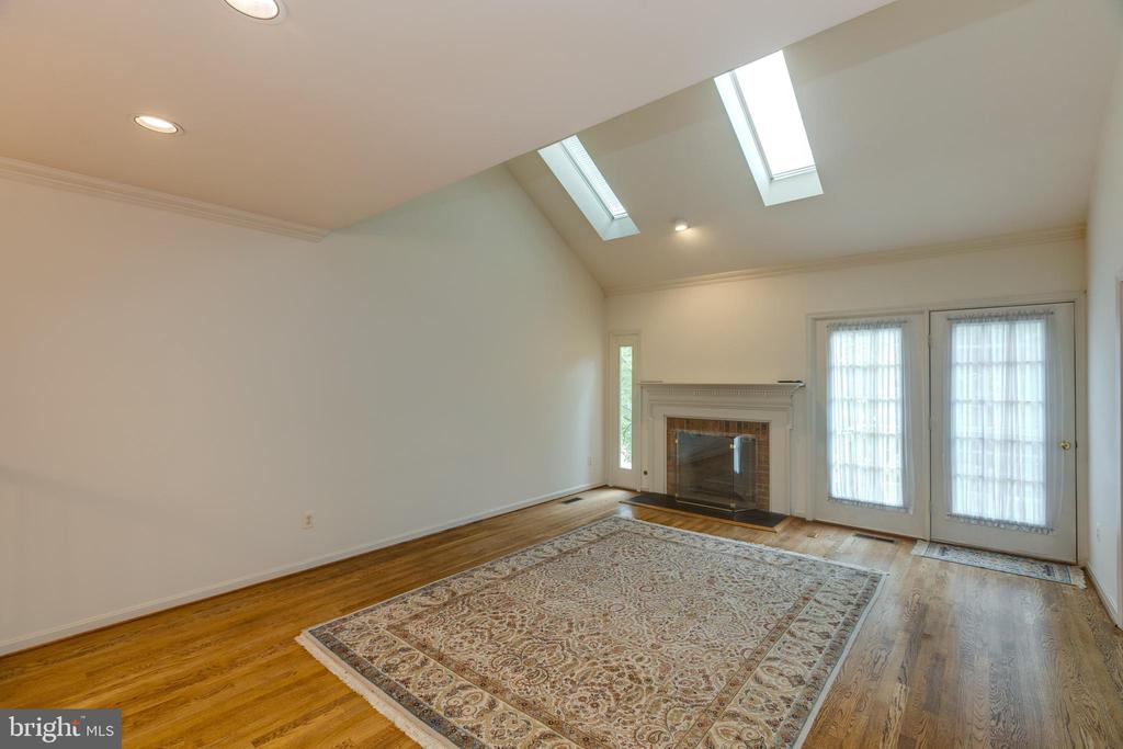 Living room w/soaring ceiling/gas FP/skylights - 3208 N TACOMA ST, ARLINGTON