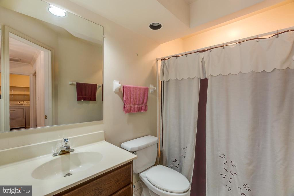 Upper level hall bath - 3208 N TACOMA ST, ARLINGTON