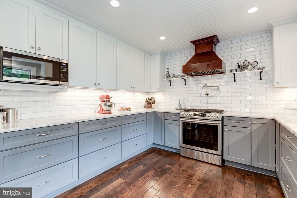 Dual tone cabinets and gorgeous white subway tile - 6244 COLUMBIA PIKE, FALLS CHURCH