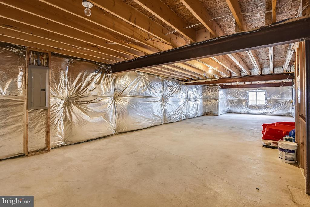 Massive basement you can design your self - 25635 LAUGHTER DR, ALDIE