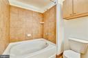 Oversized Tub - 616 E ST NW #302, WASHINGTON