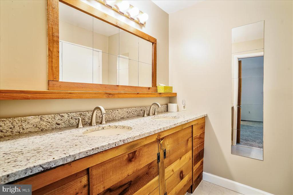 Granite counters - 7447 CLIFTON RD, CLIFTON