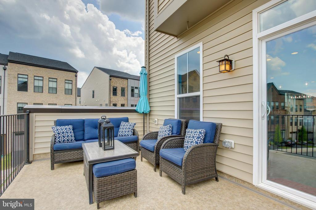 Perfect for safely enjoying the weather w/ family - 22983 WORDEN TER, BRAMBLETON