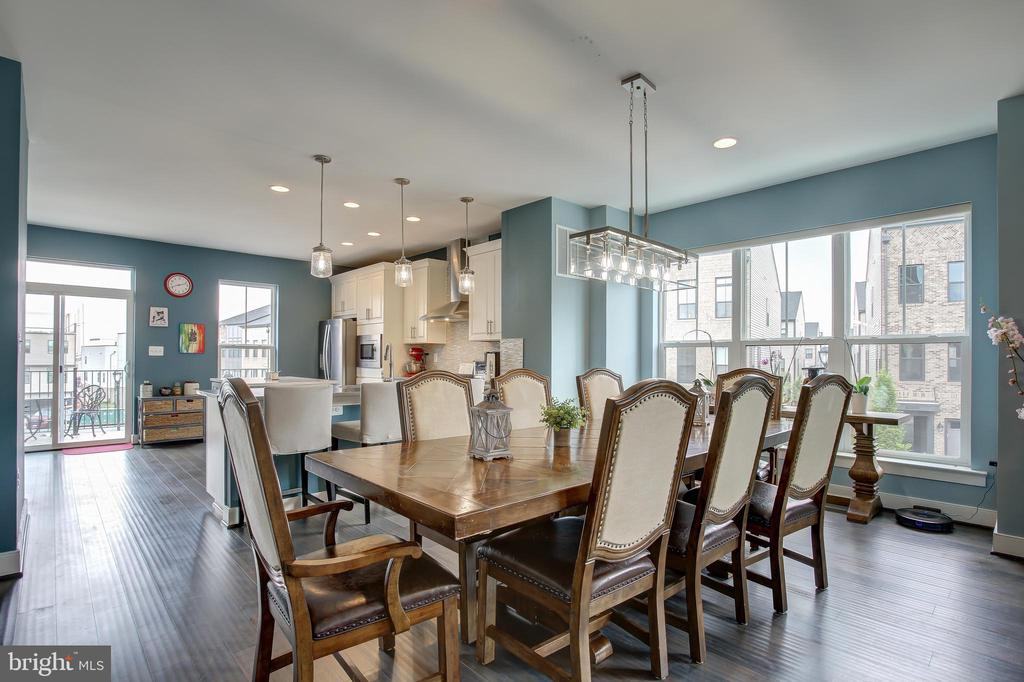 Ad. bump out creates an extra large dining area - 22983 WORDEN TER, BRAMBLETON