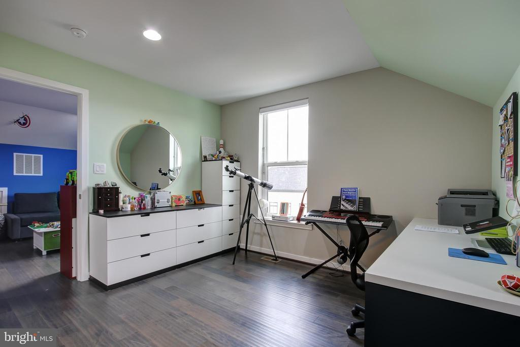 Bedroom has 2 generously sized windows - 22983 WORDEN TER, BRAMBLETON