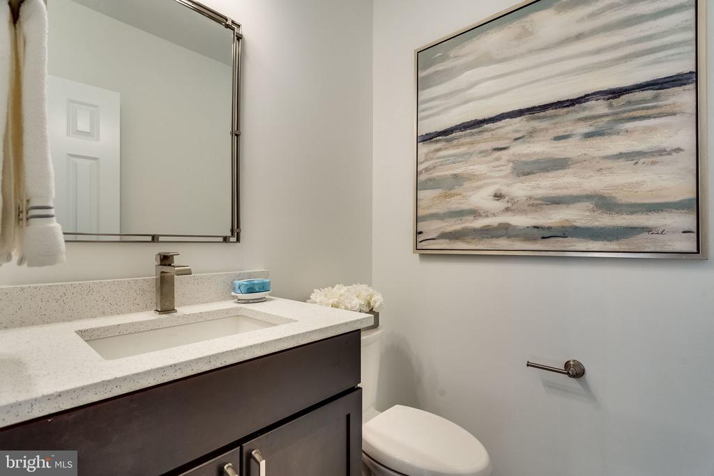 Half bath off living space - perfect for guests - 518 CANTERBURY LN, ALEXANDRIA