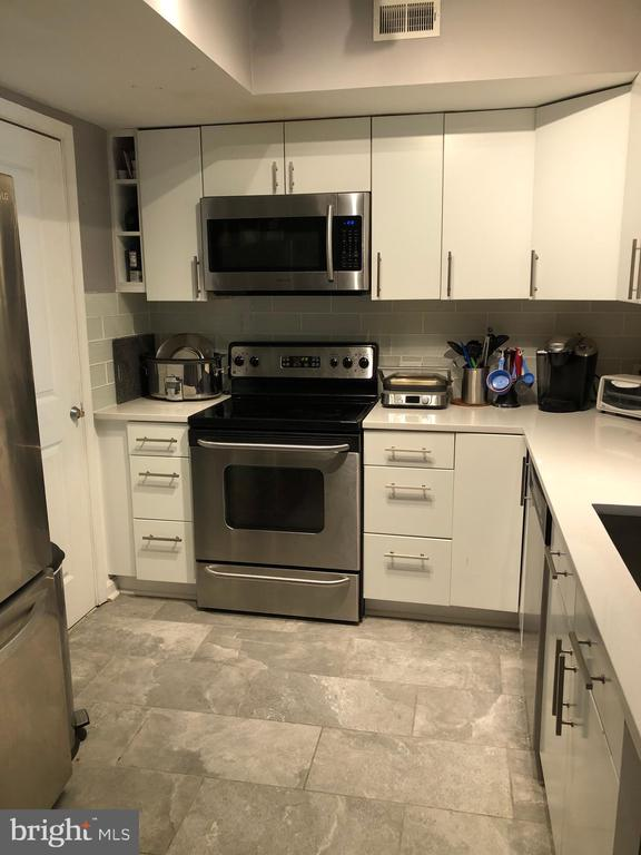 RENOVATED KITCHEN - 880 N POLLARD ST #325, ARLINGTON