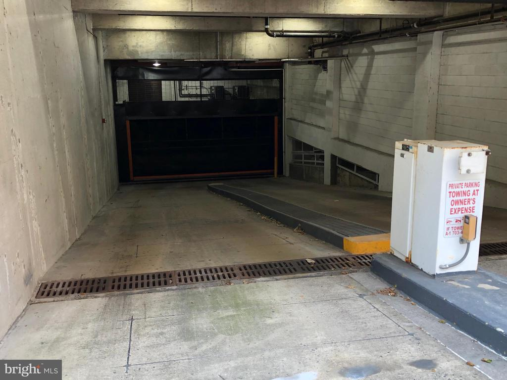 UNDERGROUND PARKING GARAGE - 880 N POLLARD ST #325, ARLINGTON