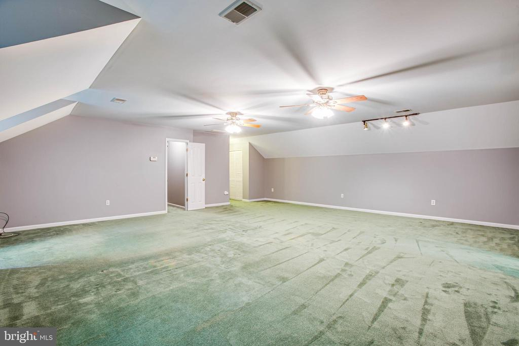 Upstairs Rec Room - 12640 BELLEFLOWER LN, FREDERICKSBURG