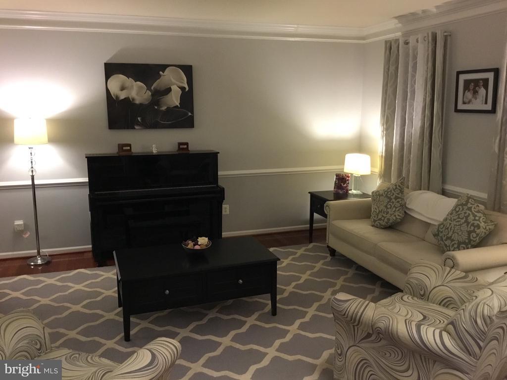 living room are - 22778 OATLANDS GROVE PL, ASHBURN