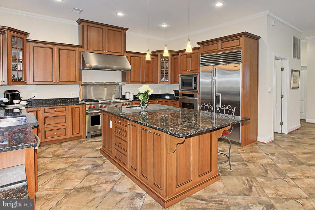 Gourmet Chef's Kitchen w/ Large Island - 7307 ALLAN AVE, FALLS CHURCH