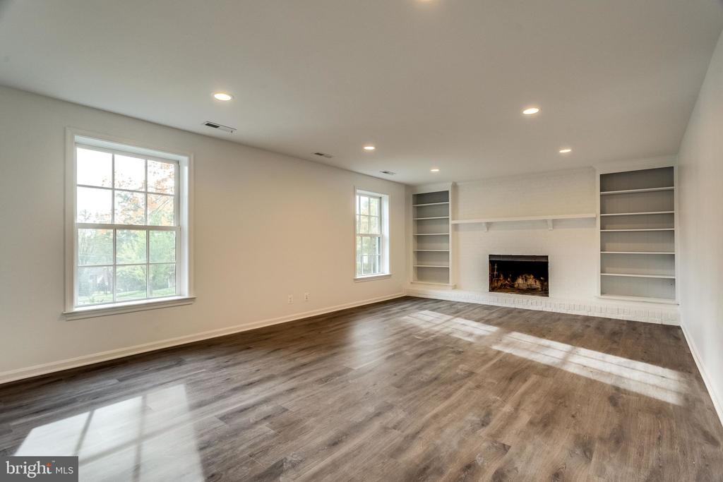 2nd family room features built-ins and fireplace - 518 CANTERBURY LN, ALEXANDRIA