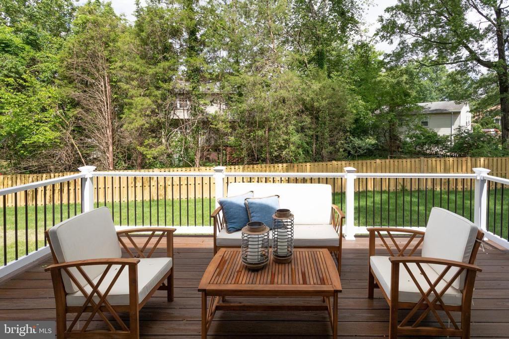 DECK FOR OUTDOOR ENTERTAINING. - 212 TAPAWINGO RD SE, VIENNA