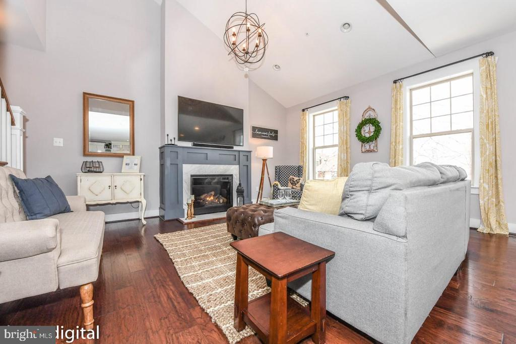 Fantastic flow throughout home w vaulted ceiling. - 9612 WOODLAND, NEW MARKET