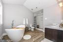 Luxury master bath. - 9612 WOODLAND, NEW MARKET