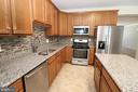 Kitchen w/Granite Counters & Stainless Appliances - 25236 WHIPPOORWILL TER, CHANTILLY