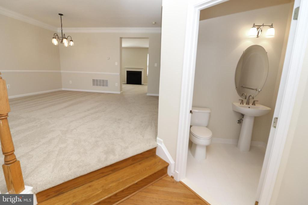 Main Level Powder Room - 25236 WHIPPOORWILL TER, CHANTILLY